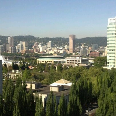 Photo taken at DoubleTree by Hilton Hotel Portland by Bill E. on 8/17/2012