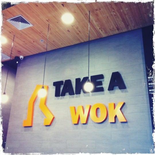 Foto scattata a Take a Wok da Vic il 7/2/2012