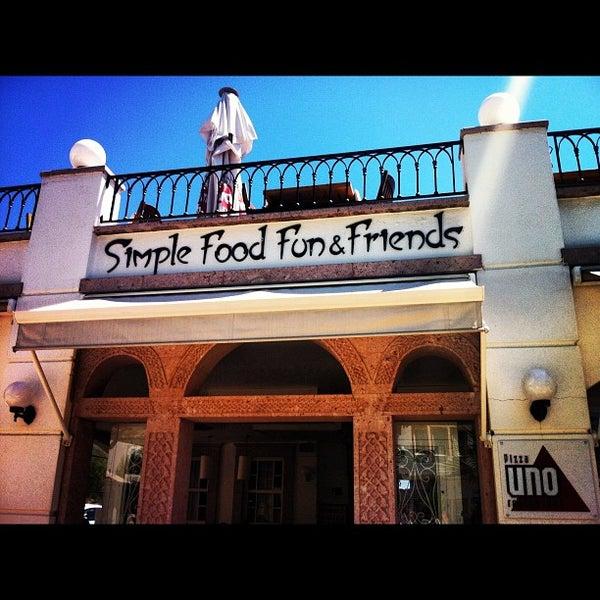 8/17/2012 tarihinde Gamze S.ziyaretçi tarafından Uno Restaurant'de çekilen fotoğraf