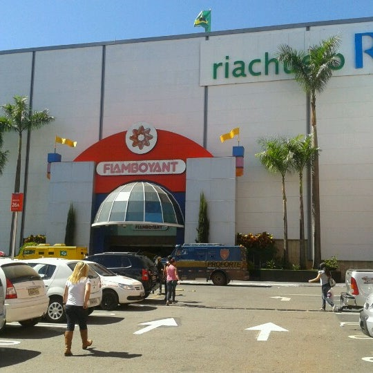 Foto tirada no(a) Flamboyant Shopping Center por Rhuana P. em 7/31/2012