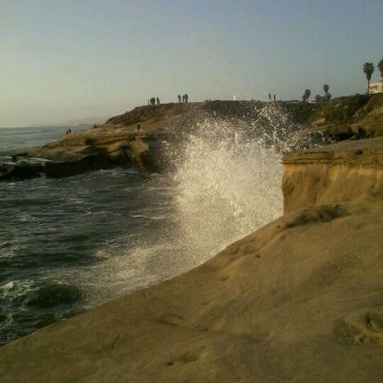 Foto tirada no(a) Sunset Cliffs Natural Park por Beth K. em 5/6/2012