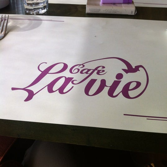 Photo taken at Cafe La Vie by Ezgi K. on 4/20/2012