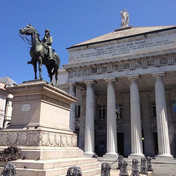 Foto scattata a Piazza de Ferrari da Nikolay P. il 7/16/2012