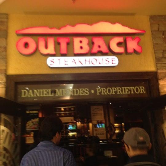 Foto tirada no(a) Outback Steakhouse por Cleonice B. em 9/13/2012