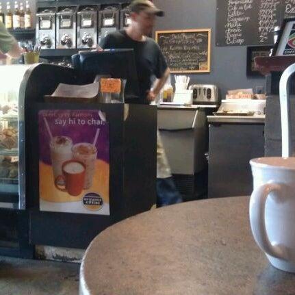 Foto tirada no(a) Crestwood Coffee Co. por David P. em 3/19/2012