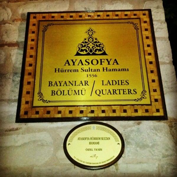 Das Foto wurde bei Ayasofya Hürrem Sultan Hamamı von Jose Luis M. am 6/17/2012 aufgenommen
