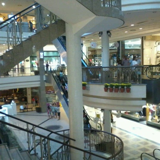 Foto tirada no(a) Shopping Del Paseo por Thiago L. em 7/10/2012