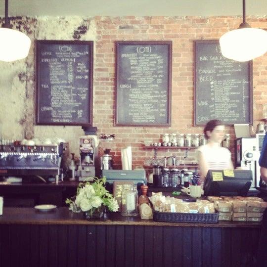 Foto tirada no(a) Big Bear Cafe por Tats C. em 7/27/2012