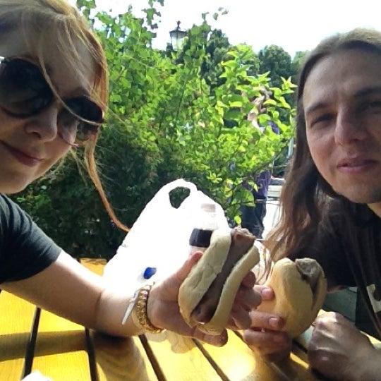 Das Foto wurde bei Café Viktoria von Julia T. am 7/24/2012 aufgenommen