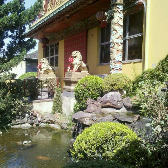 Снимок сделан в Golden Plaza Chinese Restaurant пользователем Juca G. 9/3/2012