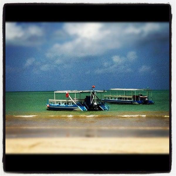 Foto tirada no(a) Praia de Paripueira por Michelle T. em 3/15/2012