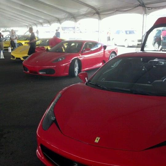 Foto tirada no(a) Exotics Racing por Andy W. em 7/28/2012