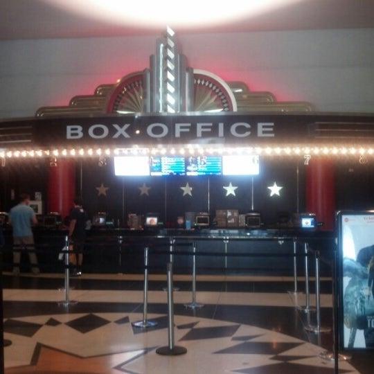Снимок сделан в AMC Loews Lincoln Square 13 пользователем Jesus A. 8/2/2012