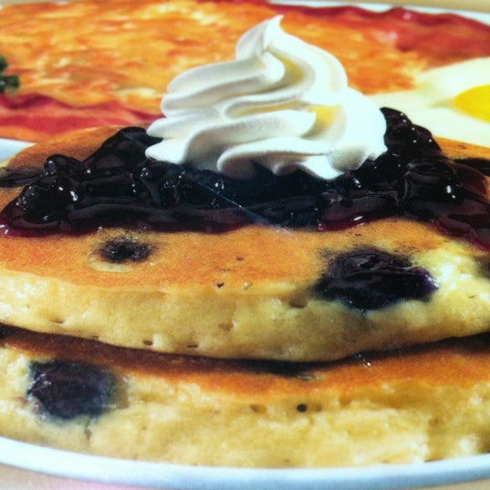 Photo taken at IHOP by Mauricio R. on 2/19/2012