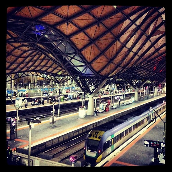 how to get to southern cross station from melbourne airport