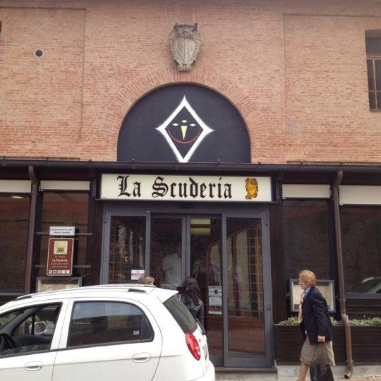 Foto scattata a Ristorante La Scuderia da Stragrazioso S. il 3/25/2012