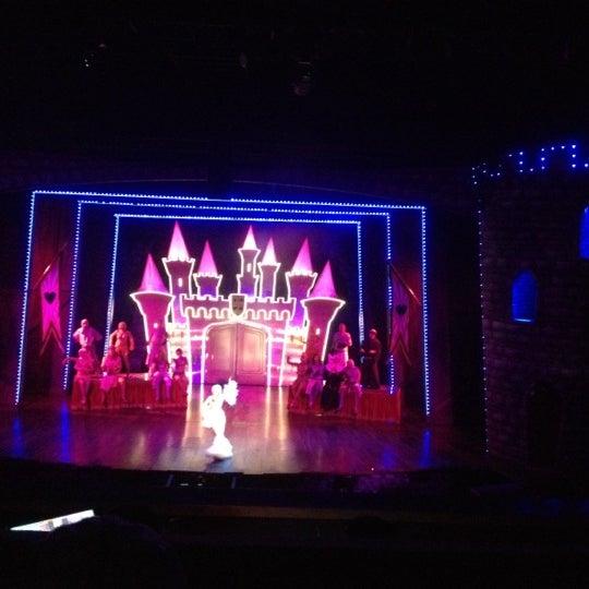 Foto tirada no(a) Teatro Aldama por Carlos C. em 7/27/2012