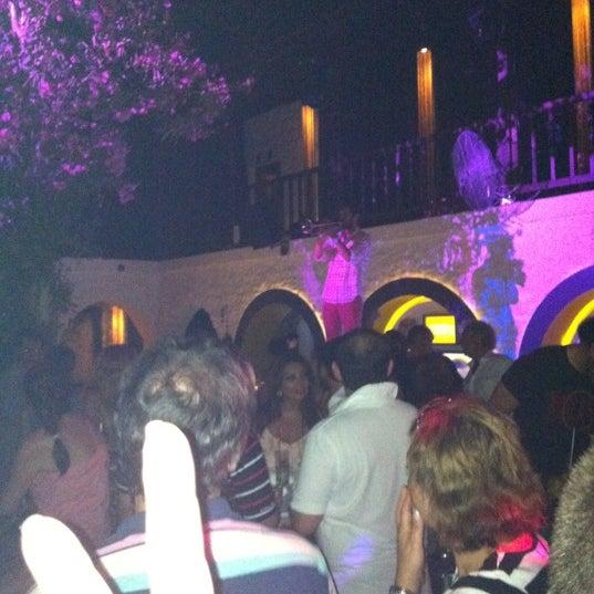 6/17/2012 tarihinde Sezen E.ziyaretçi tarafından NewOld Club'de çekilen fotoğraf