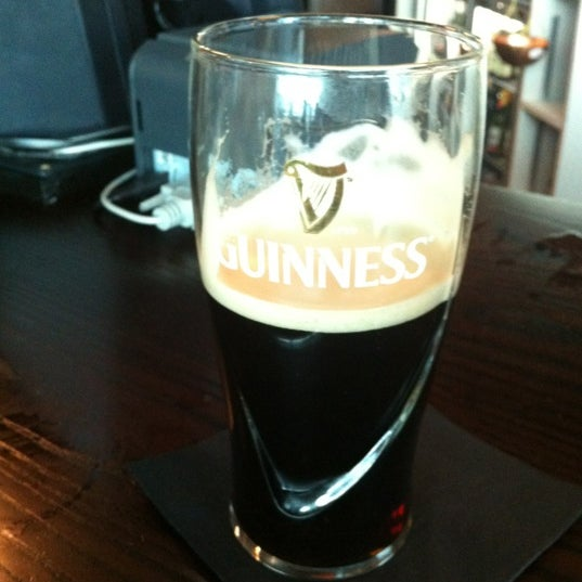 Photo taken at The Tin Goose (Pub & Kitchen) by Jordi M. on 6/23/2012