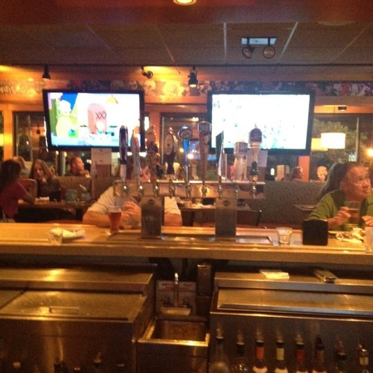 Photo taken at Applebee's Neighborhood Grill & Bar by Dipal on 9/10/2012