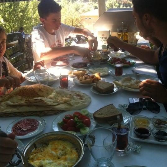 8/25/2012 tarihinde Tugce D.ziyaretçi tarafından Çamaltı Restaurant'de çekilen fotoğraf