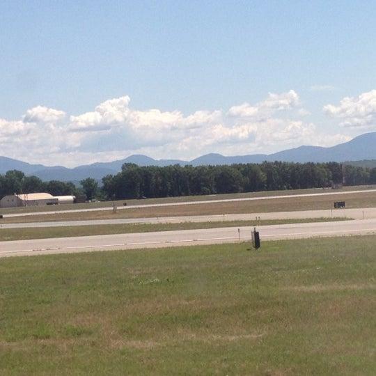 Foto tomada en Burlington International Airport (BTV) por Cate D. el 7/10/2012