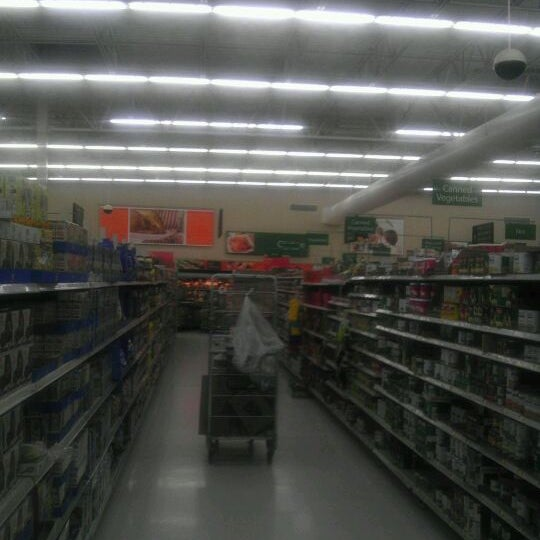 Photo taken at Walmart Supercenter by Jnacirfa D. on 4/20/2012