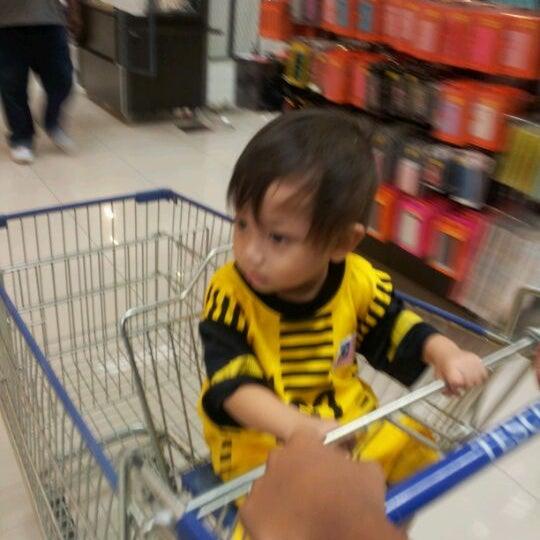 Photo taken at Tesco by Affinni D. on 3/10/2012