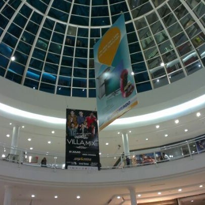 Foto tirada no(a) Flamboyant Shopping Center por Thiago B. em 5/20/2012
