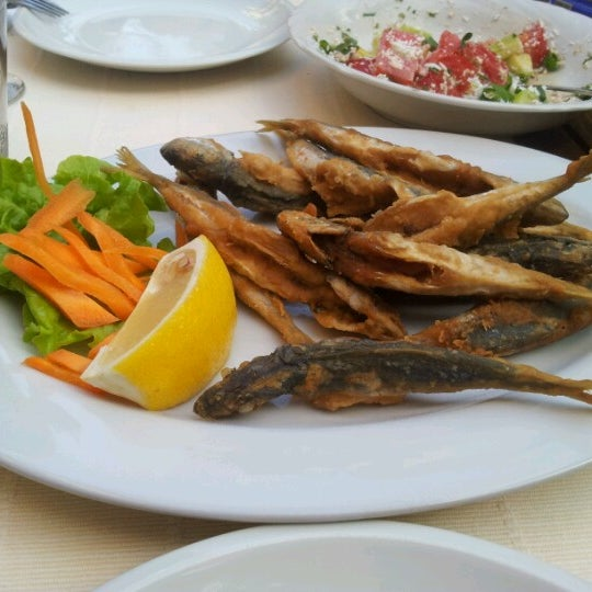 8/2/2012 tarihinde Atanas 🐬ziyaretçi tarafından Restaurant Izbata'de çekilen fotoğraf