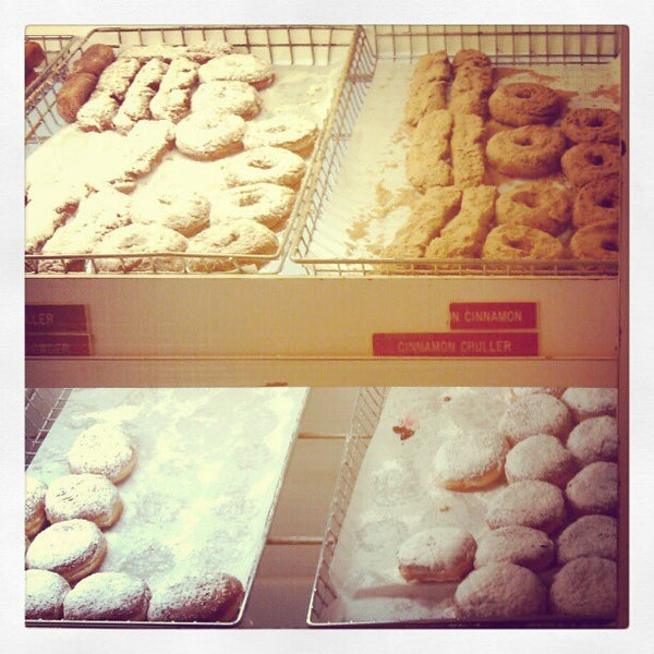 Photo taken at Peter Pan Donut & Pastry Shop by Farah on 4/26/2012