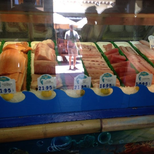Pelly 39 s fish market caf seafood restaurant in carlsbad for Fish restaurant carlsbad