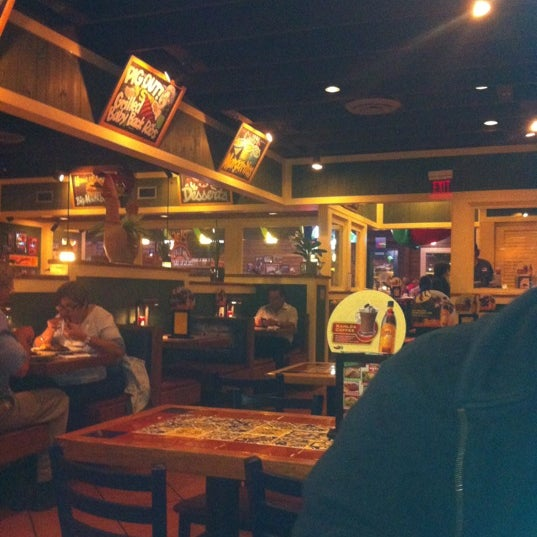 Photo taken at Chili's Grill & Bar by Imy R. on 3/8/2012