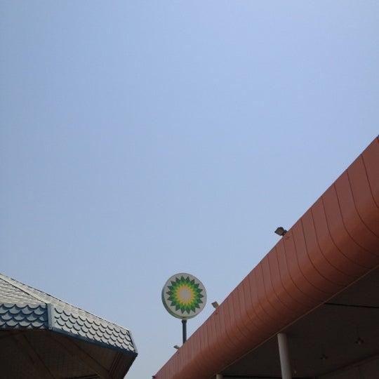 Photo taken at محطة الدبوس لغسيل السيارات by Rashed J. on 6/17/2012