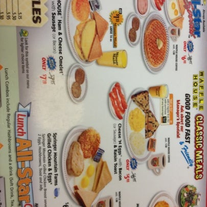 Photo taken at Waffle House by Viviana on 8/24/2012