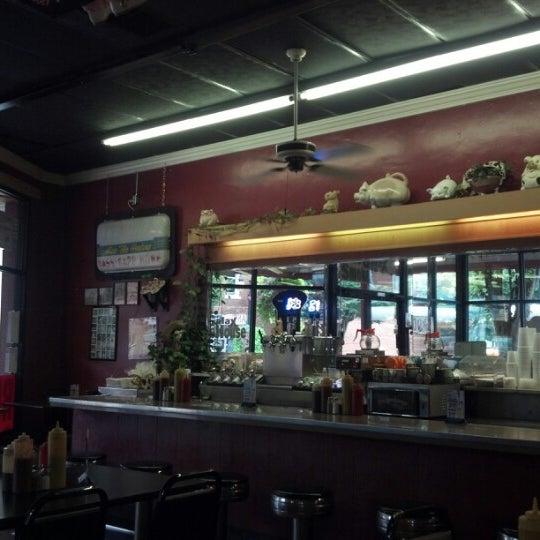 Foto tirada no(a) The Galax Smokehouse por John B. em 8/28/2012