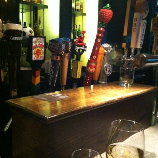 Photo taken at Grafton Street Pub by Leslie S. on 6/16/2012