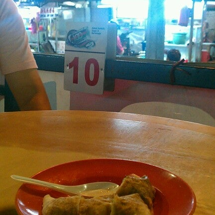 Photo taken at New Lane Hawker Stalls by EDMUND T. on 8/31/2012