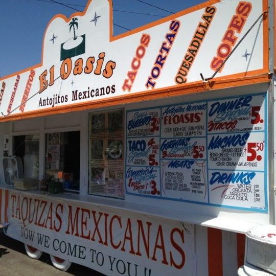 Foto tomada en El Oasis Taco Truck por Graham D. el 5/15/2012