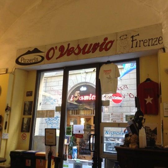 Foto tomada en Pizzeria O' Vesuvio Napoletana Forno Legna por christena el 8/15/2012