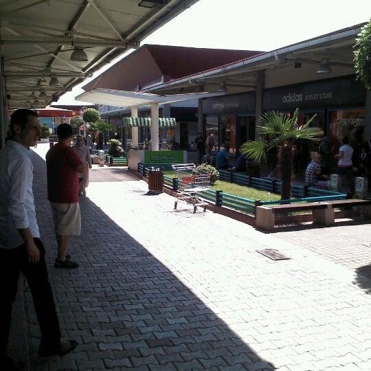8/25/2012 tarihinde Rahmi Serif Ö.ziyaretçi tarafından Outlet Center'de çekilen fotoğraf