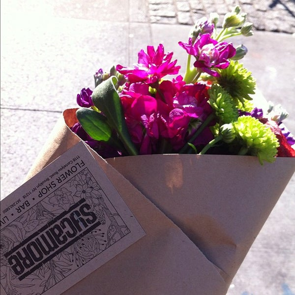 Das Foto wurde bei Sycamore Flower Shop + Bar von D. Casey am 3/11/2012 aufgenommen