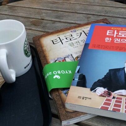 Photo taken at Starbucks by yuri h. on 7/12/2012
