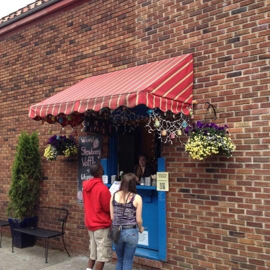 Foto tirada no(a) The Waffle Window por eric i. em 5/26/2012