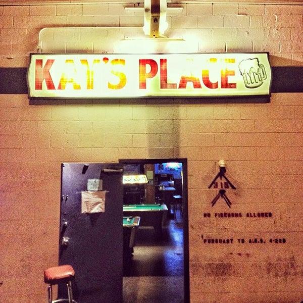 รูปภาพถ่ายที่ Kay's Place Bar & Lounge โดย Tim M. เมื่อ 4/1/2012