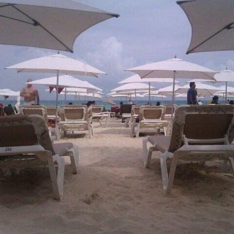 Foto tomada en Kool Beach Club por Joel I. el 6/7/2012