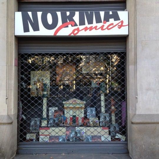 Foto tomada en Norma Cómics por Gillen d. el 6/17/2012