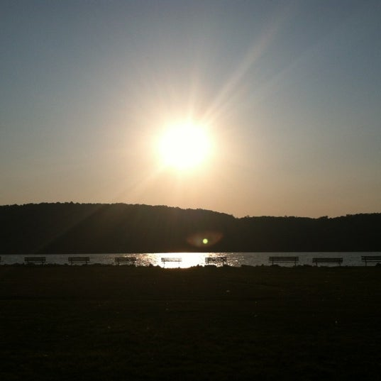 Photo taken at Harvest On Hudson by Rominna on 8/31/2012