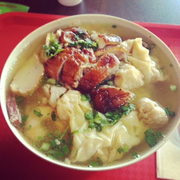 Photo taken at Teo Chow Noodle Shack by Kayin D. on 6/27/2012