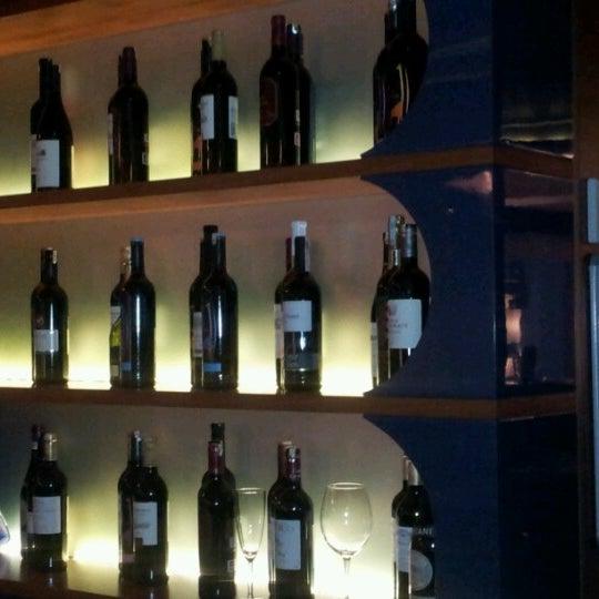 Снимок сделан в Shore House Lounge пользователем Heydar H. 9/9/2012